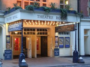 114-4-theatrewindsor