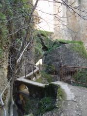 134-narrowfootpath